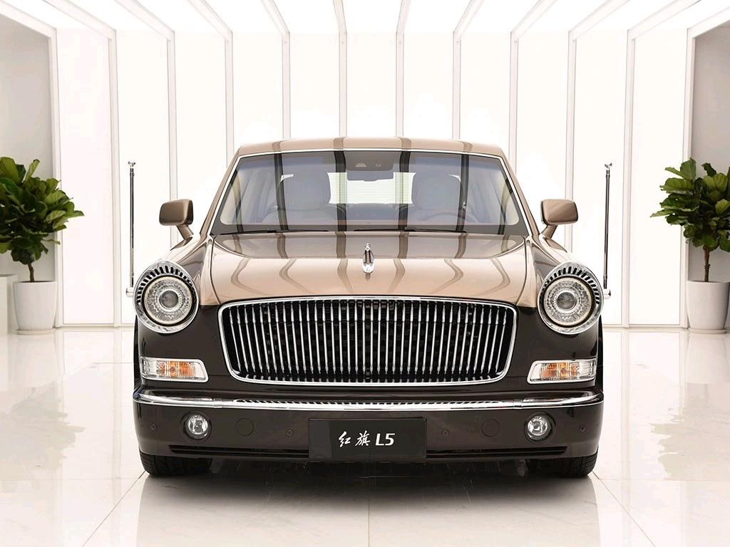与劳斯莱斯相媲美,红旗顶尖车型,车长5米双色车身,有钱买不到