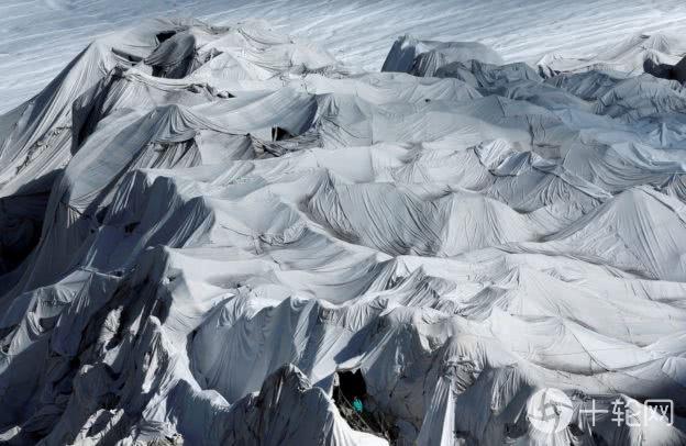<b>如何帮冰河防晒?瑞士抢救冰河大作战</b>