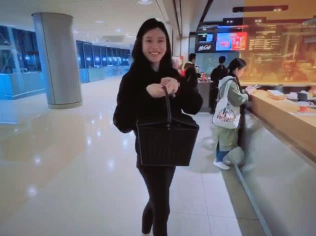 奚梦瑶产后和何猷君购物秀恩爱,何超莲和窦骁在日本吃美食秀恩爱