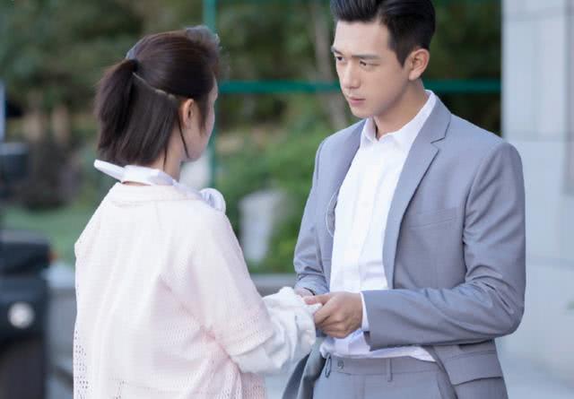 """""""亲爱的热爱的"""",郑辉高学历,但他会在职场中取得很大的成就吗"""