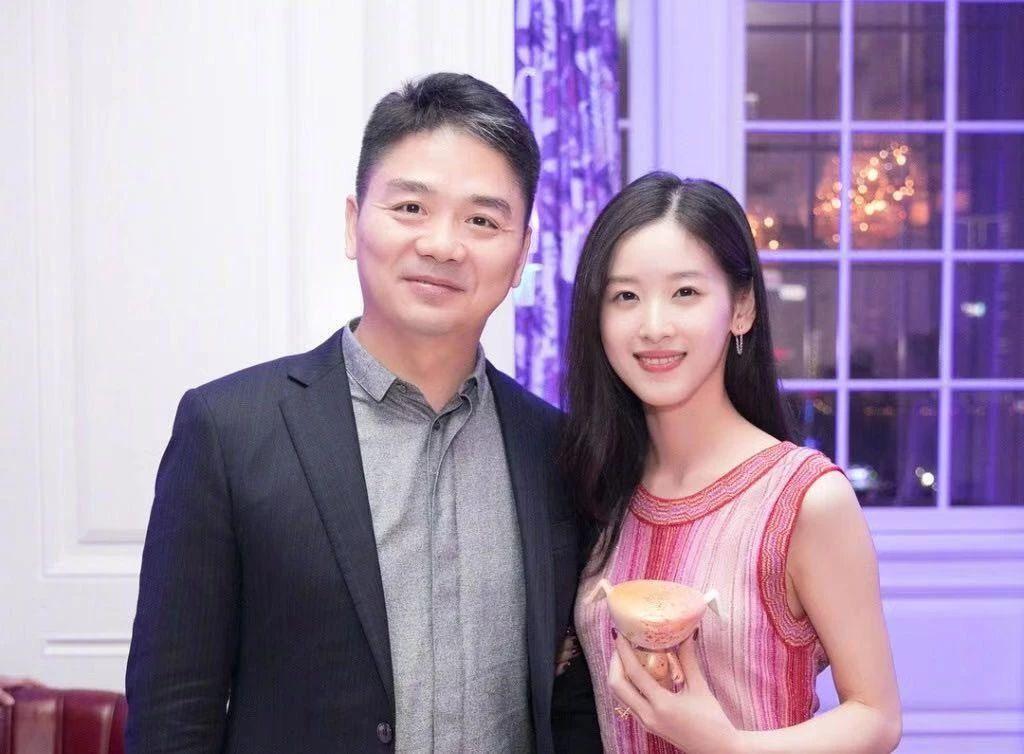 破离婚传闻刘强东章泽天合体用餐,一路热聊笑容灿烂显甜蜜