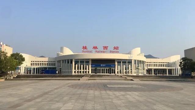 「桂林阳朔离哪个高铁站最近」桂林西高铁站广告怎么样?