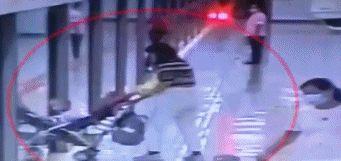 「深圳地铁行李限制」妈妈把宝宝推进地铁后转身去拿行李,结果……