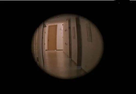 """「独自在家有人敲门」""""鬼""""敲门?丽江女子午夜独自在家,疯狂敲门声响起,是谁?!"""