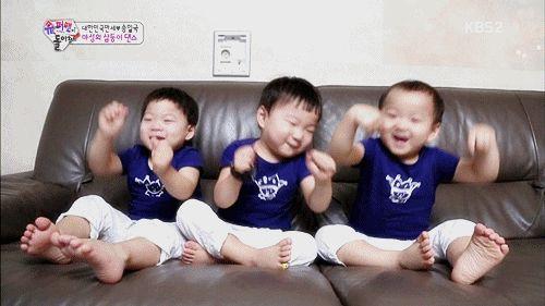 """「大韩民国万岁三胞胎表情包」三胞胎近照罕见曝光:比""""表情包""""民国更火的,竟然是这个男人!"""