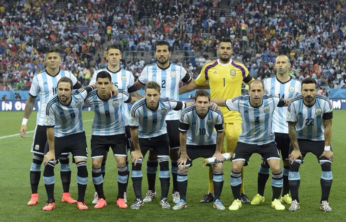 阿根廷博卡队足球明星_荷兰和阿根廷攻势足球谁更强_河北幸福队22号阿根廷