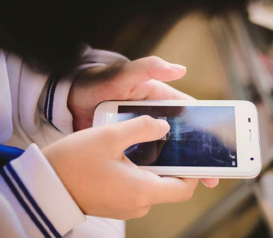 「看了老公的手机发现很多秘密」在老公手机淘宝里发现了秘密,我如何做才能走出心理阴影?
