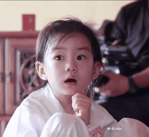 「戚薇李承铉上综艺节目」戚薇女儿罕见视频曝光:5岁的Lucky,怎么长成这样了?