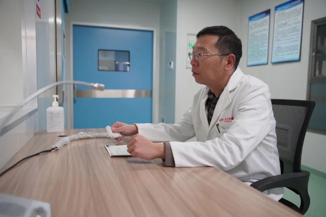 「肝癌的早期症状」曾挽救可能截肢男子,医治5岁肝癌患者……这个医生如今来丽江了