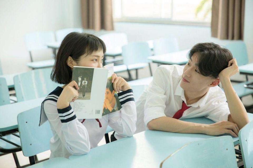 """為了防止學生,校長親自設計校服,這所中學的學生有""""福""""了"""