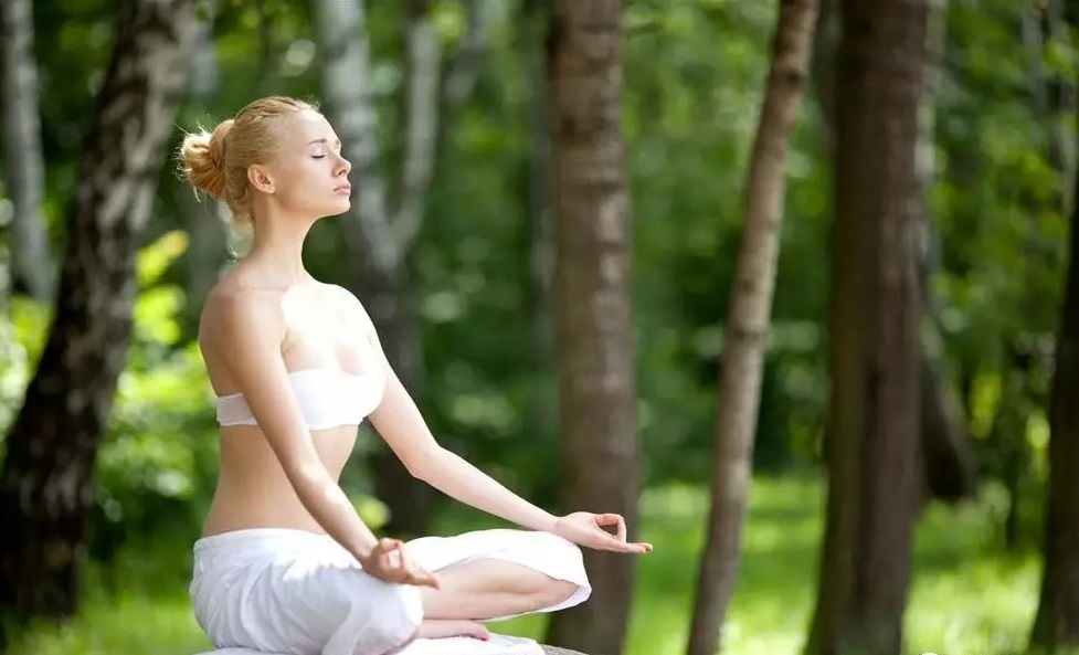 過年聚會飲食油膩?幾個助消化的瑜伽按鈕式讓腸胃無壓力