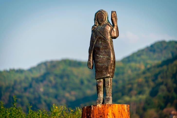 美国第一夫人木像换铜像