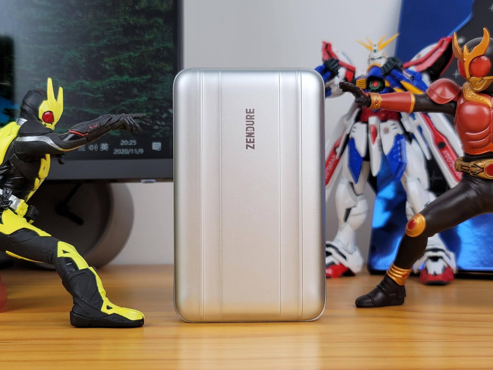 为商务差旅而生!征拓SuperTank Pro 100W移动电源