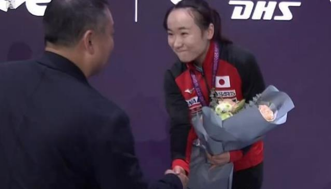 「刘国梁乒乓球比赛」刘国梁与伊藤互动,日乒一姐赢得中国球迷尊重:主要在其话风转变