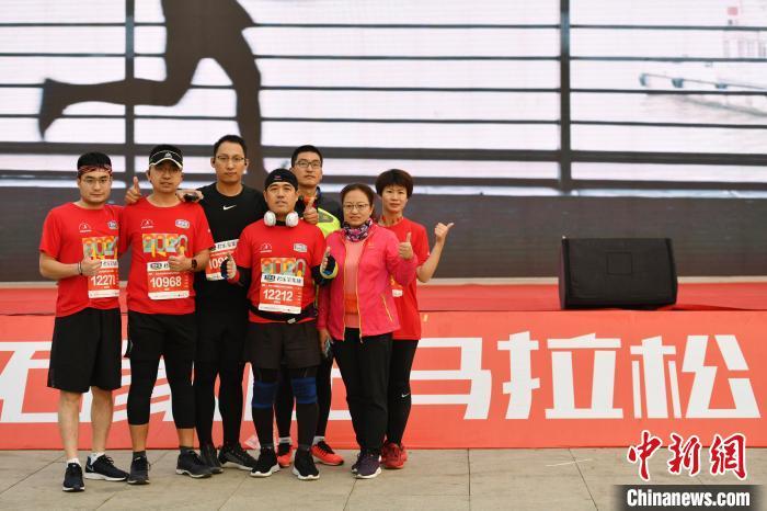 「石家庄马拉松成绩排名」石家庄马拉松线下开跑 抗疫人员免费参加以期传播健康理念