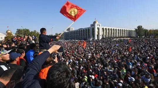 「数政局」中国的邻国政局突变!外交部紧急提醒:中国公民注意安全