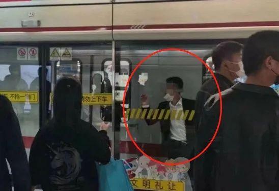 """「天克地冲案例」地铁案例丨赶时间""""冲门""""?男子被夹地铁列车与屏蔽门中间……"""
