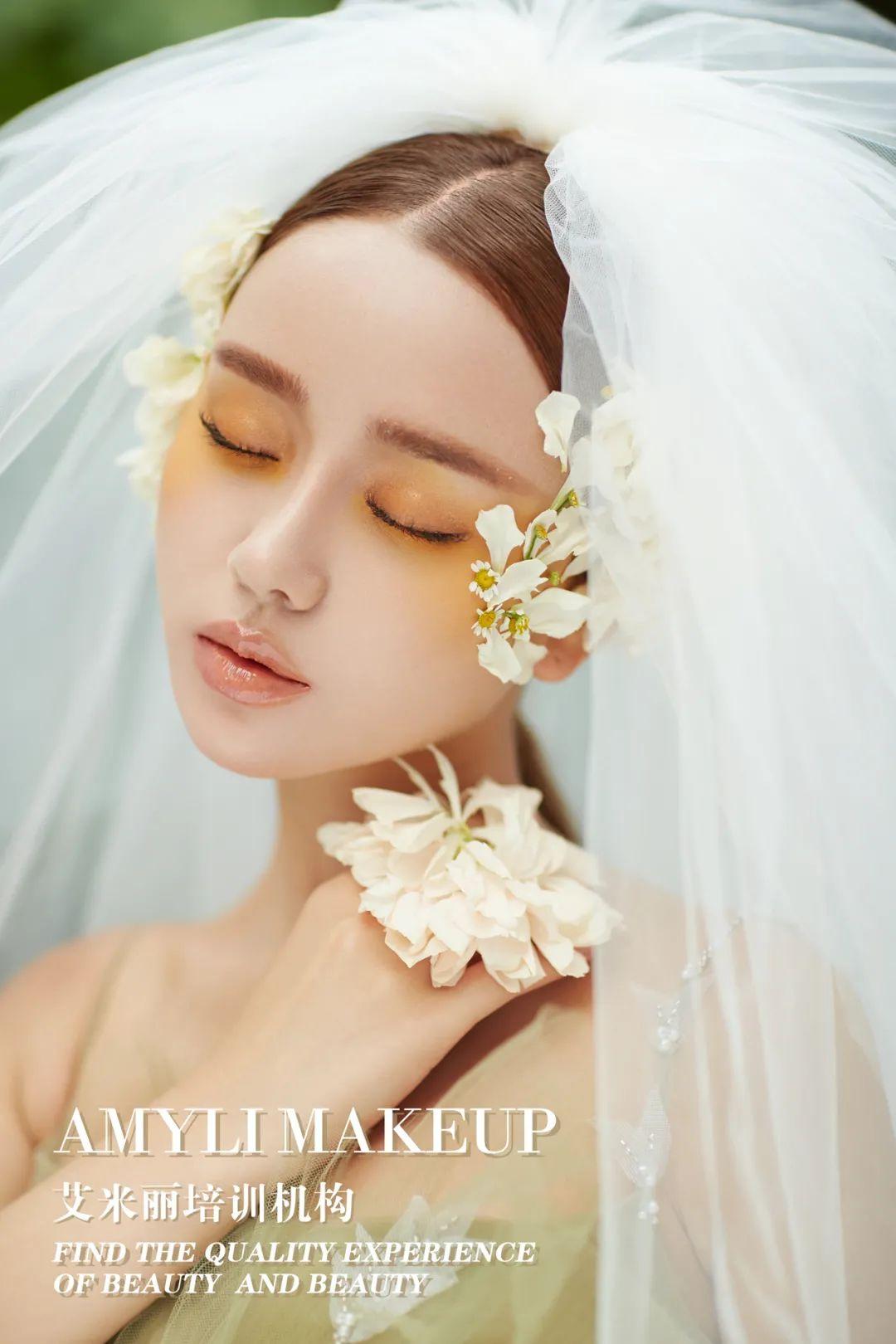 最新艾米丽鲜花减龄新娘造型分享