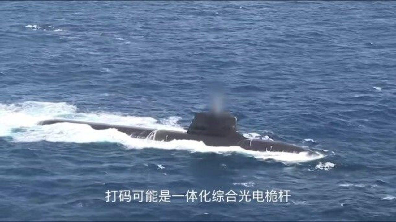 """「梭鱼导弹」法国海军最新梭鱼级攻击核潜艇""""絮弗伦""""号紧急下潜"""