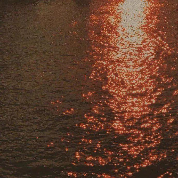 「海一样的浪漫的句子」关于大海的浪漫句子