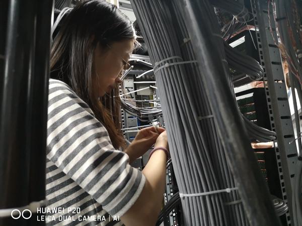 通信室完成TDM網信號上比選器線纜頭制作及打線工作