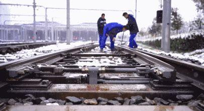 「扫雪除冰范围」加开列车 扫雪除冰丨西安地铁以雪为令 保障市民安全出行