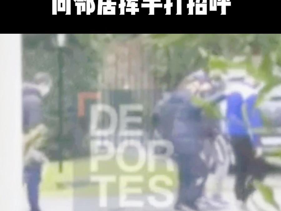 「马拉多纳与罗纳尔多谁厉害」马拉多纳生前最后视频曝光!球王被搀扶着散步,向邻居亲切挥手打招呼#马拉多纳去世