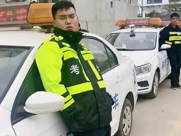 「相声你压力大吗上海现场」看到考试车,你压力大吗