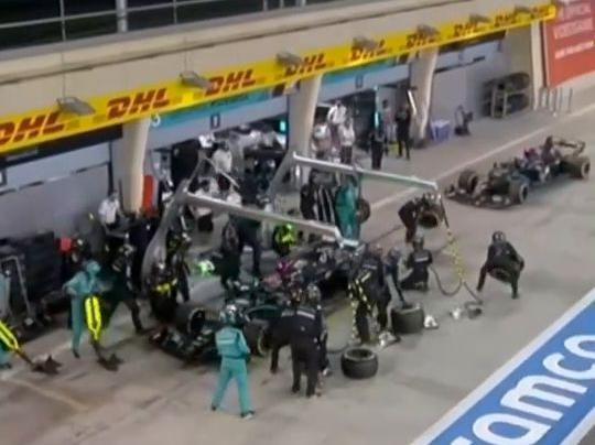 「梅奔五层」F1萨基尔站,梅奔车队双车进站出现巨大失误,博塔斯换胎失败,拉塞尔轮胎被装错,到底怎么回事? #看F1就在腾讯体育