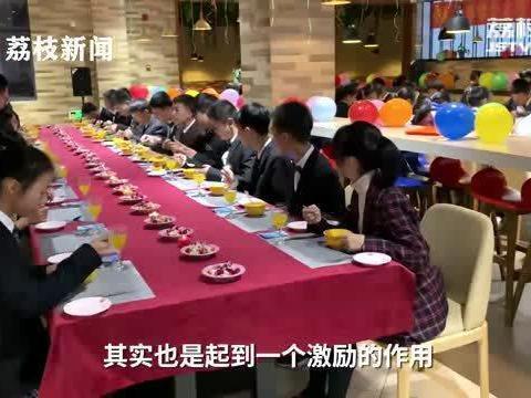 「东直门中学校长薛丽霞」仪式感满分!中学校长穿正装为108名优秀学生上牛排