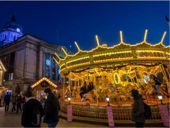 「著名集市」英国一圣诞集市开业一天后关闭:没戴口罩的人太多了!