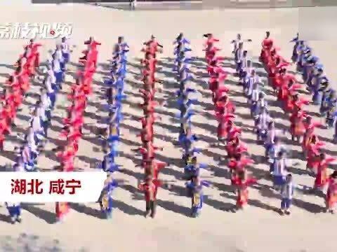 「瑶族服饰分类」这个课间操不枯燥!学生穿瑶族服饰跳拍打舞 强健体魄又能弘扬瑶族文化