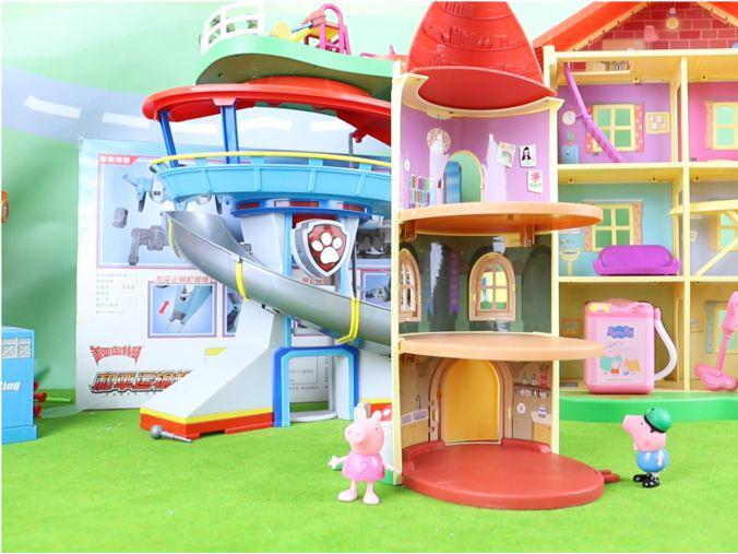 「小猪佩奇阁楼跳舞第几集」小猪佩奇:佩奇的三层古堡玩具分享