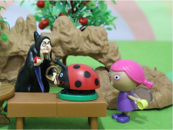 「王国新大陆女巫怎么不见了」班班和莉莉的小王国:莓苺和巫婆做交换玩具故事
