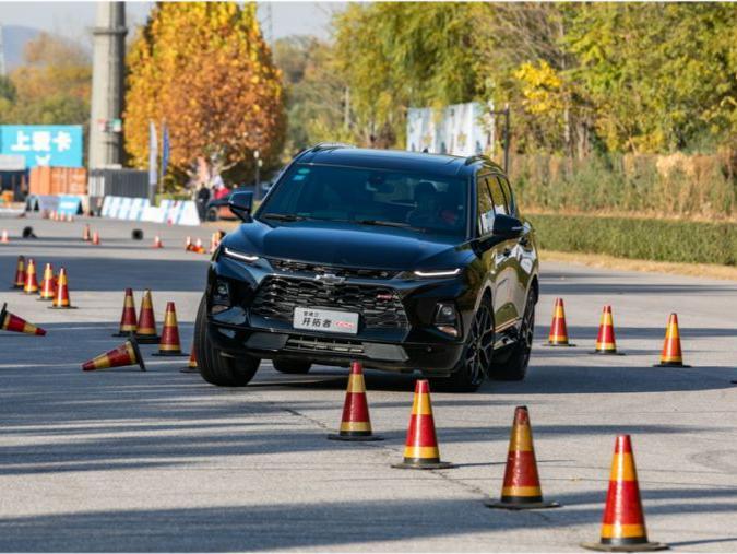 「中大型suv麋鹿测试」麋鹿测试,7座中大型SUV猛起来还是很吓人的