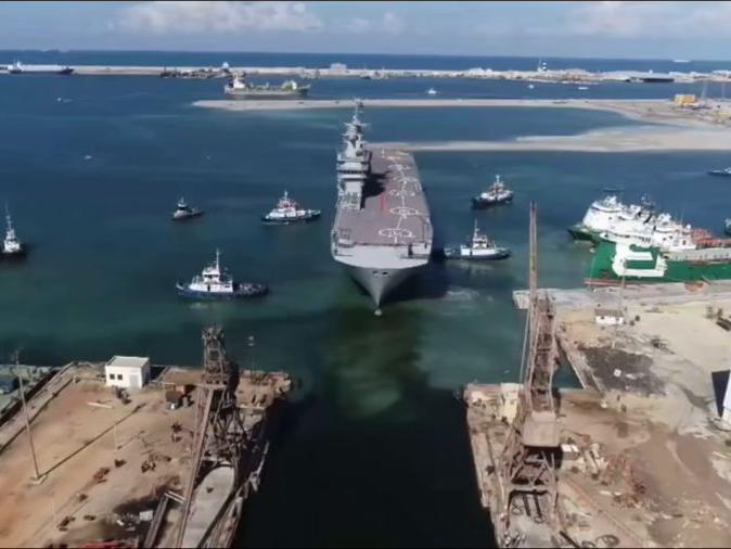 """「西北风级两栖攻击舰参数」埃及海军西北风级两栖攻击舰""""纳塞尔""""号进坞修理"""