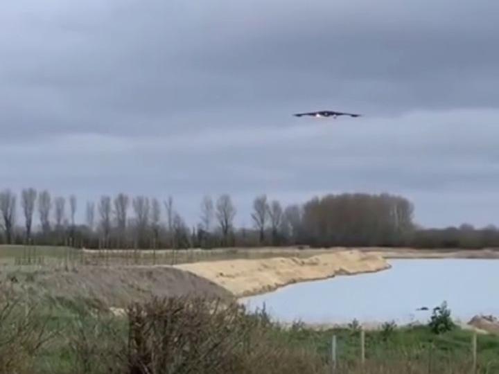 「B53轰炸机」近日,有网友拍到美国空军B-2轰炸机抵达意大利