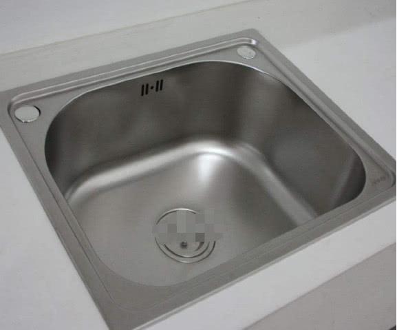 廚房萬萬不要裝傳統水槽了,如今都潮流這樣裝,既好用又省錢 【傢居懂多點】 自媒體 第1张