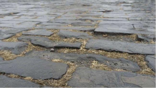 唐山地震過後太和殿地磚鬆動,專家揭開發現,怎麼鋪有15層磚? 【分鐘說歷史】