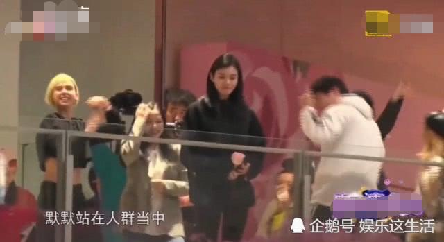 奚夢瑤被人群包圍時,誰注意到她的表情,求婚有沒綵排一眼看出! 【娛樂這生活】