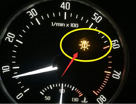 車上這幾個指示燈如果亮起,立馬要靠邊停車檢查,繼續開太危險了 【汽車博學君】