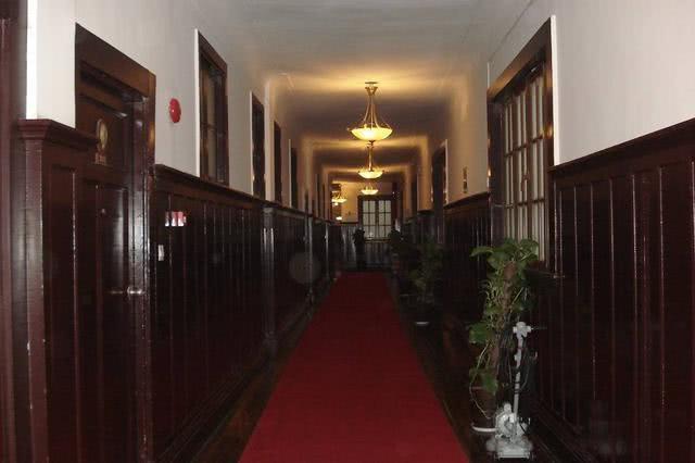 """上海有一家禮查飯店,它曾被稱為""""里程碑建築"""",還連創九個第一 【野史蟲】"""