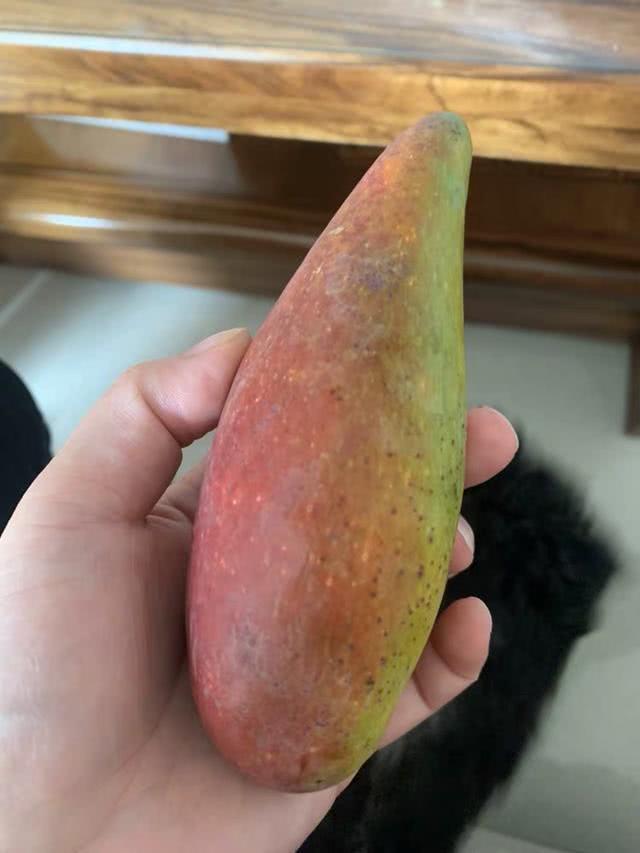 長得像辣椒的芒果,第一眼以為它很辣,其實特別甜!你吃過嗎? 【來碗美食】