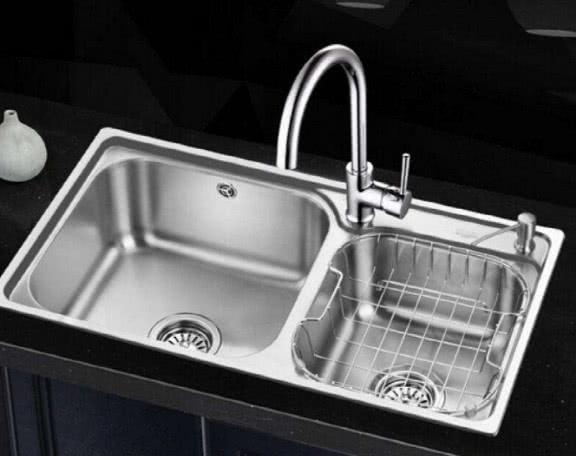 廚房萬萬不要裝傳統水槽了,如今都潮流這樣裝,既好用又省錢 【傢居懂多點】 自媒體 第2张