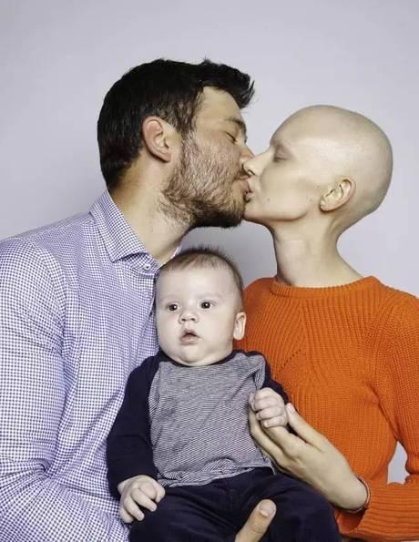 她24岁因骨癌被逼堕胎,还被...