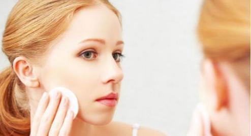 你知道每天用的化妆品的危害有哪些吗?
