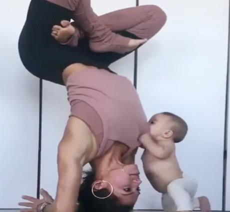 ����倒立著�瑜伽,�����X得好奇,接下�淼�幼髡媸翘�可�哿�