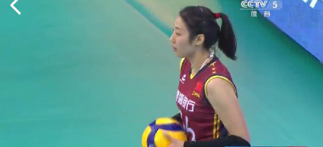 艰苦卓绝!天津击溃海滩,第三局的关键球姚迪为何不传给朱婷呢?