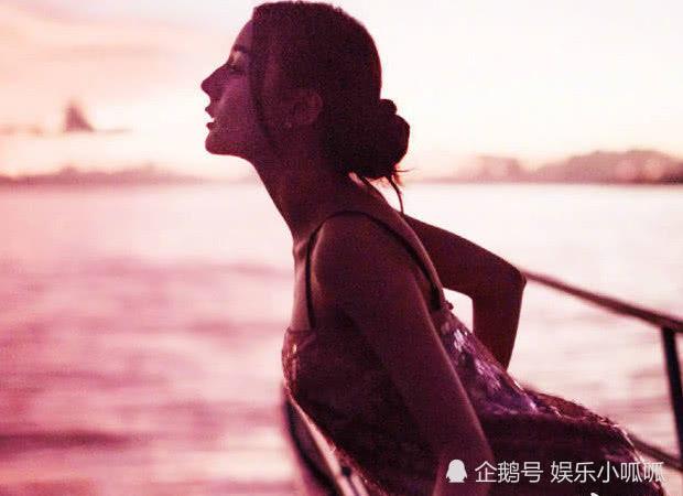 """有種海邊叫熱巴穿""""鱗片裙"""",靠在船欄桿俯看那刻,""""人魚腰""""美哭網友 【村大盛】"""