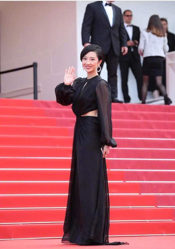 桂綸鎂身穿黑色大漏背的禮服亮相戛納紅毯 彰顯了另類的紅毯魅力 【原創娛樂資訊】